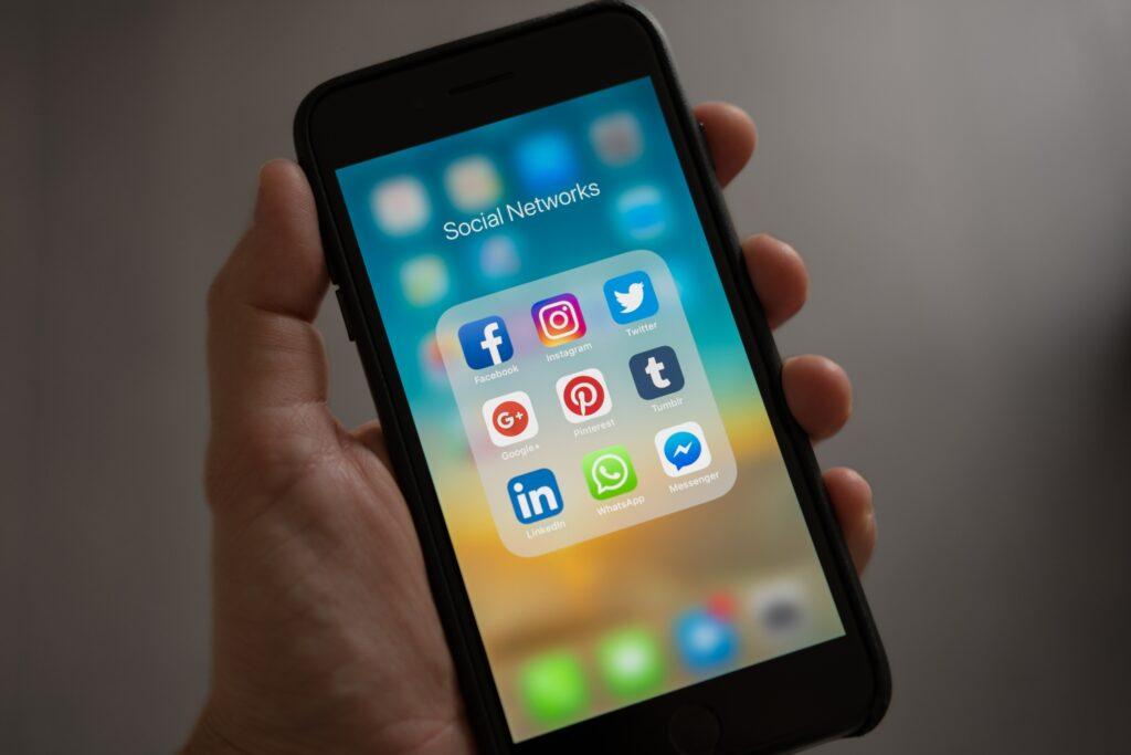 facebook cryptocurrency whatsapp instagram messenger